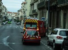 Pompier de Béziers Renault Mégane + Renault Master 22-10-16a (mugicalin) Tags: pompiers sdis renaultmegane renaultmaster renaultcar frenchcar firecar firetruck firefighters feuerwehr sapeurspompiers sdis34 fujifilm fujifilmfinepix fujifilmfinepixs1 s1 finepixs1 backcar 2016 redcar redcars 7037 34 renault voiturerenault renaultclassic classiccar