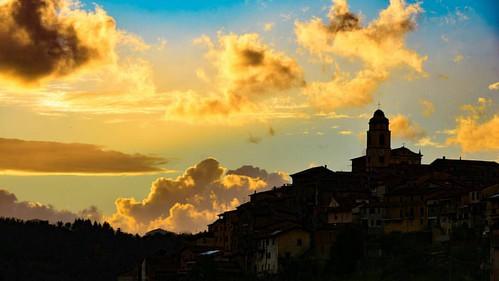 """In the end of the storm, is a golden sky"" #igersmassacarrara #igerstoscana #igersitalia #volgomassaecarrara #volgotoscana #volgoitalia #ig_toscana #ig_italy #loves_united_toscana #loves_united_italia #loves_mediterraneo #italia360gradi #italiainunoscatto"
