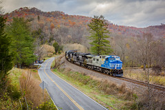 Big Blue on Osborne's (Peyton Gupton) Tags: ns norfolk southern csx clinchfield railroad dungannon osbornes curve