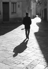 SCRIVERE CON LA LUCE (Aristide Mazzarella) Tags: aristide mazzarella art arte luce light controluce backlight street candid salento fotografo