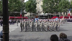 2014-07-14 09:13:13 In Height Order (Almost), Paris (MedEighty) Tags: 2014 july ledefrance paris parade bastilleday ftenationale french celeberation march military army arme uniform weapon arme gun pistolet soldier soldat flag cobble outdoor champslyses juillet medeighty
