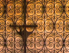 Garden gate locked (chrisk8800) Tags: gardengate locked ornaments metal lock pattern texture composition outdoor barcelona lines curves geometric