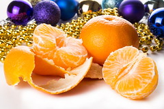 purified tangerines with Christmas decorations (mikhafff1984) Tags: tangerines purified xmas christmas holiday newyear 2017 decorations balls white table
