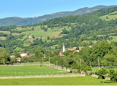 Soto de Agues (Asturias) (amajocu) Tags: naturaleza verde spain pueblo asturias paisaje