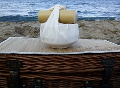 a preparar un matcha en la playa (Tetere Barcelona) Tags: beach tea playa te matcha greentea teatime cha  chawan maccha   chasen   chashaku teverde  summertea teverd