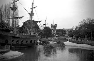 A Zeiss Ikon Nettar in Disneyland