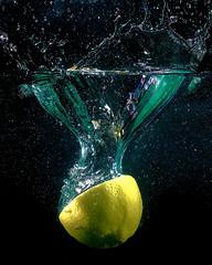 (Debs J photos) Tags: flash yongnuo water splash canon70d lemon