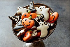 Are u ready to have a great H A L L O W E E N? (lialandazabal) Tags: candy halloween cookie