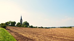 Altenbeichlingen (Tobi NDH) Tags: altenbeichlingen beichlingen landscape landschaft landkreissömmerda acker feld field countryside thüringen thuringia kirchturm churchtower deutschland germany 2016 stbonifatius sky thüringerbecken tree