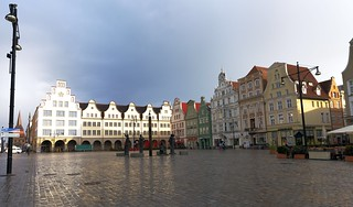 Rostock neuer markt –We got here very late in an unbelievable raining day and were a little disappointing.   Suddenly Sun came out of nowhere, it was spectacular