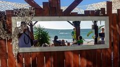 El surfista en el espejo del bar (fruizh) Tags: surf reflejos 2016 elpalmar bar fruizh