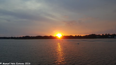 2016.08.16; Keyport Moonrise & Sunset-5 (FOTOGRAFIA.Nelo.Esteves) Tags: keyport newjersey unitedstates us 2016 neloesteves samsung note5 usa nj monmouthcounty bayshore waterfront moonrise sunset moon sky august summer