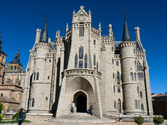 Palacio Episcopal de Astorga, León, España (jameslindemann) Tags: astorga palacioepiscopaldeastorga