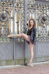 Nuria (Pelayo Gonzlez Fotografa) Tags: bailarina mujer woman female retrato portrait danza dance ballet dancer ballerina shoes pointe street calle otoo autumn fall