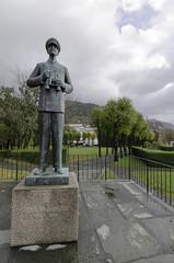 King Haakon VII, Part II (worm600) Tags: norway bergen bergenhus festning bergenhusfortress kinghaakonvii statue