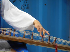 kayagum finger bend 4eva (Zombie37) Tags: blue music white playing graffiti bend finger baltimore korean instrument strings 4eva sleeve stationnorth gayageum kayagum ynotlot