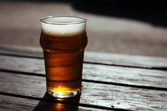 Anglų lietuvių žodynas. Žodis beer glass reiškia alaus stiklo lietuviškai.