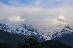 Birethanti To Ghandruk 32 (Mabacam) Tags: nepal cloud foothills snow mountains trekking walking landscape outdoors scenery hiking peaks annapurna 2015 ghandruk annapurnasouth hiunchuli ghandrung birethanti annapurnafoothills