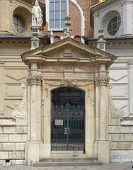 Krakov, Wawel (55) (ladabar) Tags: doorway portal kraków cracow cracovia krakau krakov dveře portál