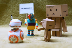 Bienvenido BB8... (mike828 - Miguel Duran) Tags: toy 50mm star robot starwars lego f14 sony carl wars dslr bienvenida slt juguete stripy duplo a77 wellcome danbo 4203 bb8