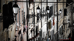 Finestre e lampioni (Carlo de Lauro) Tags: finestre lampioni strada scorcio