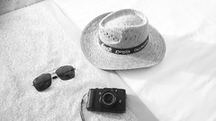 Holiday gear (Frank Deckmann) Tags: holiday travel gear stilllife still life stillleben urlaub fujix10