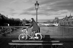 Pont des Arts - 22 (Quidamn) Tags: noiretblanc paris pontdesarts