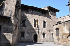 Barcelona (Gothic Quarter). Casa dels canonges. A late Gothic building (14th-16th C.) restored in 1927-1930 by Jeroni Martorell architect (Catalan Art & Architecture Gallery (Josep Bracons)) Tags: josep bracons catalunya catalonia catalua catalogne katalonien art catala catalan arte kunst gallery barcelona barcelone barri gotic barrio gotico gothic quarter casa maison house jeroni martorell generalitat generalidad diputacio diputacion canonges canoningos chanoine canon arquitectura architecture gtic neogotic gotico neogotico neo gothique revival neogothic edifici edificio building batiment medieval medievale middle ages edad media edat mitjana moyen age finestra coronella restauraci rehabilitaci restauracion restauro building restoration restauration de monuments