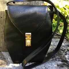 A great vintage everyday bag by Rodo, made of dark brown Italian leather. 👜👛#vintagehandbags #leatherbags #rodobags #italianleatherhandbags #leathershoulderbag #vintagehandbag #etsyleather #etsyvintageshop #retrobag #weekendoutfit #weekendba (janet_colwell) Tags: instagramapp square squareformat iphoneography uploaded:by=instagram vintagehandbags vintagepurses retrofashion