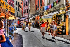 vernazza cinque terre (Rex Montalban Photography) Tags: rexmontalbanphotography vernazza cinqueterre streetscene italy europe liguria hdr painterly