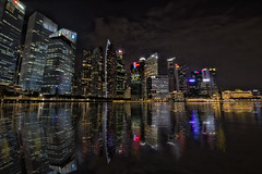 DownTown - Singapure (HaroldoBraune) Tags: singapure singapura reflex reflexo city night