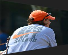 Kiss My Splash (swong95765) Tags: brash kiss man splash bench break eating lady look nike relax scene woman