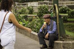 """Reto Semanal Descanso: """"Un Helado"""" (sierramarcos14695) Tags: parque solo sentado soledad helado hombres quetzaltenango shutterguatemala guatetrasmilente guatetmala"""