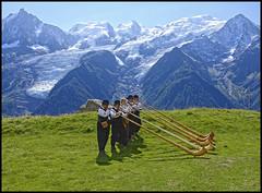 Plus qu'un clich (wilphid) Tags: montagne folklore chamonix parc montblanc musique hautesavoie leshouches parcdemerlet