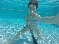G0077972 (Mercedesdiaz) Tags: water girl sport swimming outside kid agua underwater bajo piscina nia swimmingpool nadar deporte pileta natacion swimm airelibre submarino bajoelagua