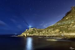 Faro de Cudillero (Urugallu) Tags: costa color luz canon faro mar pueblo asturias cielo nubes estrellas nocturna cudillero reflejos cantabrico 70d joserodriguez pueblomarinero urugallu sedado