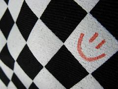 Smiley on checks (EvelyneRenske) Tags: checks checkered smiley bag black white