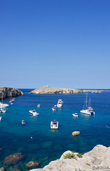 Das Blau einer Reise zum ersten (leaving-the-moon) Tags: 201609 blue boote felsen landscape landschaft malta maltagozo malte meer ocean stpaulsbucht stpaulsisland steine stones wanderungxemxijamellieha