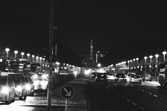 17th of June Street/ Straße des 17. Juni (ericgrhs) Tags: berlin strasedes17juni street siegessäule victorycolumn streetlights lights night cars autos