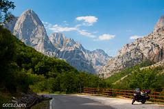 PICOS DE EUROPA (DOCESMAN) Tags: picosdeeuropa asturias leon spain espaa montaa mountain honda deauville nt700v cantabria travel landscape