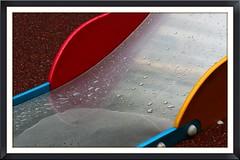 cette eau boguant... (Pi-F) Tags: espagne barcelone couleurs pluie eau toboggan brillant goutte