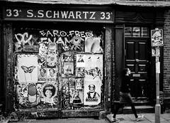 Infamous Entrance (tundenwagwe) Tags: bw flickr bricklane sonyalphadslr eastlondonstreetwalk