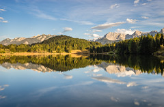 Geroldsee / Wagenbrüchsee (-libellenwellen-) Tags: travel autumn sunset mountain lake alps nature clouds canon reflections germany landscape bayern deutschland bavaria see reisen long exposure sonnenuntergang outdoor sony herbst natur wolken berge l alpen landschaft 1740mm a7 1740 garmischpartenkirchen karwendel allgäu langzeitbelichtung krün geroldsee wagenbrüchsee
