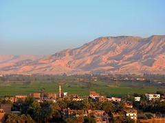 Sunrise Over Luxor and Red Mountains (Travel to Eat) Tags: balloons dawn morninglight earlymorning egypt luxor hotairballoons nileriver lushgreenfields