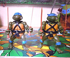 "Nickelodeon ""HISTORY OF TEENAGE MUTANT NINJA TURTLES"" FEATURING LEONARDO /  ORIGINAL '88 LEONARDO iii / ..with Vintage '88 release (( 2015 )) (tOkKa) Tags: 2005 toys comic 1988 2006 1993 1992 leonardo figures toysrus 2012 2007 teenagemutantninjaturtles tmnt nickelodeon 2014 2015 displaystand playmatestoys ninjaturtlesthenextmutation toysrusexclusive tmntfastforward toontmnt tmntmovie4 turtlemilkstudios eastmanandlairdsteenagemutantninjaturtles moviestartmnt varnerstudios toonleo paramountteenagemutantninjaturtles 4kidstmnt paramountsteenagemutantninjaturtles tmnt2003 historyofteenagemutantninjaturtlesfeaturingleonardo davearshawsky tmnt2014movie"