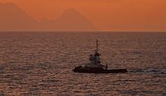 Remolcador (vic_206) Tags: sunset sea water atardecer boat mar agua barco ship tug pontadopargo remolcador canoneos7d canon300f4liscanon14xii