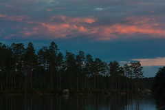 IMG_1530-1 (Andre56154) Tags: schweden sweden sverige wolke cloud himmel sky wasser water see lake ufer sonnenuntergang sunset abend evening dmmerung afterglow spiegelung baum tree wald forest reflection