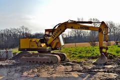 Laltesi 221 (riccardo nassisi) Tags: car wreck rust rusty relitto rottame ruggine ruins scrap scrapyard sfascio sfasciacarrozze epave escavatore excavator hydromac abbandonata abbandonato abandoned auto