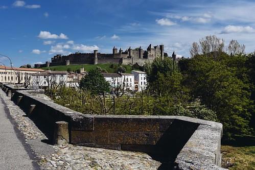 Cite. Carcassonne, France *** За мостом - крепость Сите - верхняя часть Каркассона. Если вы решите пройти путь Святого Иакова, вы пройдёте по этому мосту *** Больше фото из Франции #happynewtrip_france *** #happynewtrip_languedoc #happynewtrip_carcassonne
