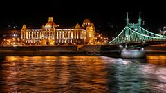 Budapest: Danubius Hotel Gellrt, Szabadsg hd (Jorge Franganillo) Tags: budapest hungra hungary magyarorszg danubiushotelgellrt szabadsghd puente bridge night danubio danube duna